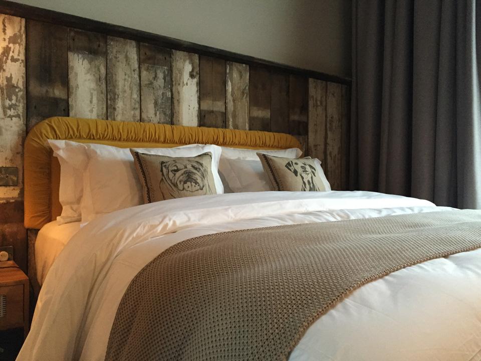Hotel Room4